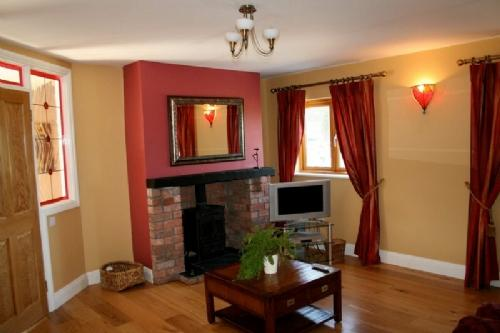 THE FORGE, Garlow Cross, Co Meath - Image 1 - County Meath - rentals