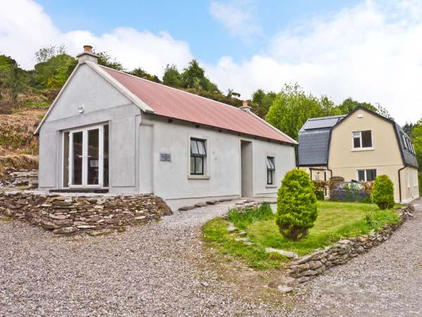 THE DISPENSARY, detached bungalow, en-suite bedroom, pet friendly, in Killeagh, Ref 16695 - Image 1 - Killeagh - rentals