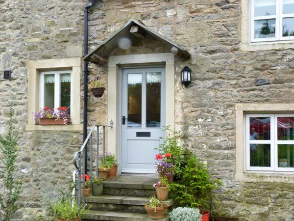BELLE HILL COTTAGE, two bedrooms, farmhouse kitchen, village centre, in Giggleswick, Ref 16968 - Image 1 - Giggleswick - rentals