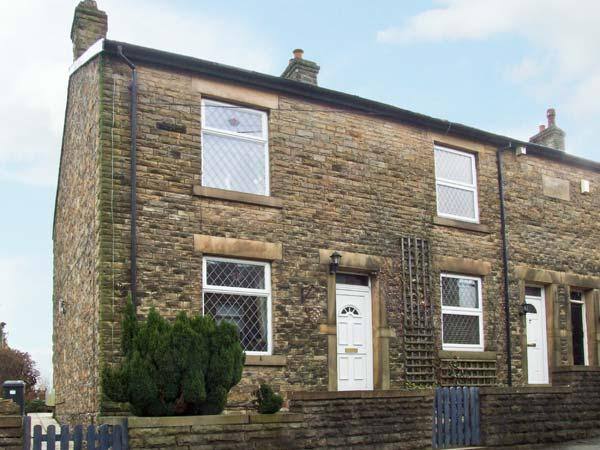 14 YEARDSLEY LANE, private patio, close to village amenities, in Furness Vale, Ref 8800 - Image 1 - Heart of England - rentals