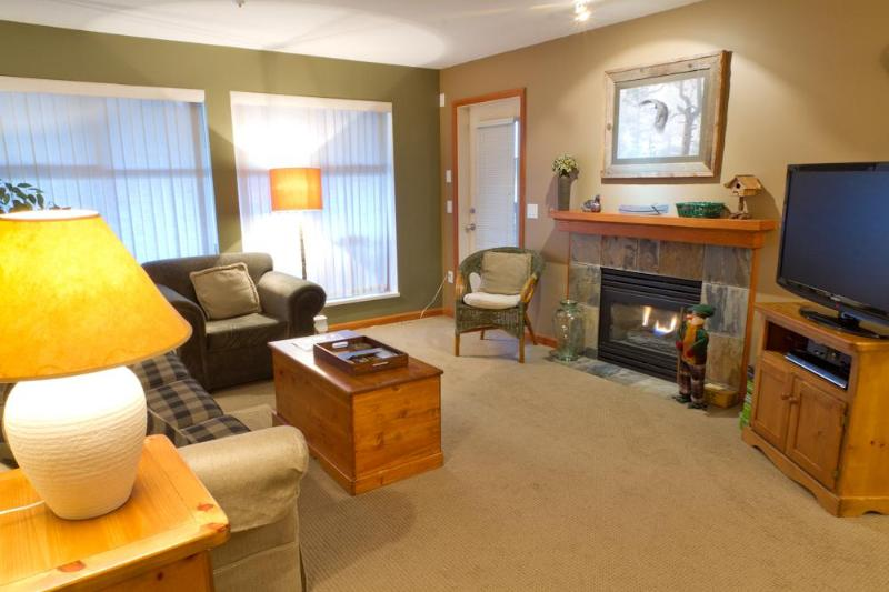 Living room with gas fireplace, flat scree TV and opens to a patio with BBQ - Northstar 121 1 bdrm pet-friendly Whistler condo - Whistler - rentals