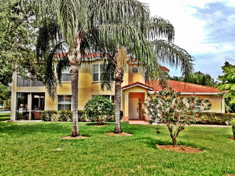 Side view of Condo - Beautiful landscape gardens all around - Castillo Del Sol: Luxury in Beautiful Naples! - Naples - rentals