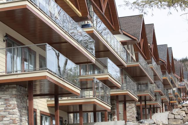 Blanc sur Vert Lodging from the slopes - 1 Bedroom Slope Side Condos in Bromont Quebec - Bromont - rentals