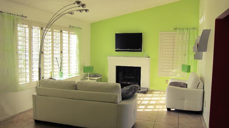 Living Room - Las Vegas house 1.7 miles from The Strip sleeps 6- - Las Vegas - rentals