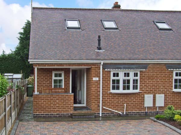 COMMONSIDE, comfy home close to centre of Stourport, riverside walks, enclosed patio, ideal touring base, Ref 14199 - Image 1 - Worcestershire - rentals
