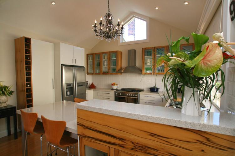 Kitchen with cathedral ceiling and chandelier - Topiary Haven Garden Apartment .. 5 mins from CBD - Launceston - rentals