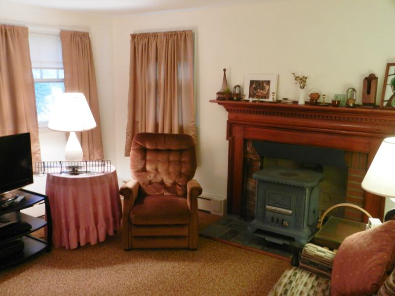 Living Room - Lakefront House in L.I. Wine Country - Southold - rentals