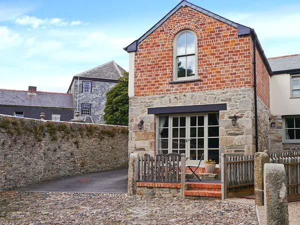 THE OLD SMITHY, character inn conversion, close to amenities, shared courtyard, pet welcome, in St Columb Major, Ref 15205 - Image 1 - Saint Columb Major - rentals