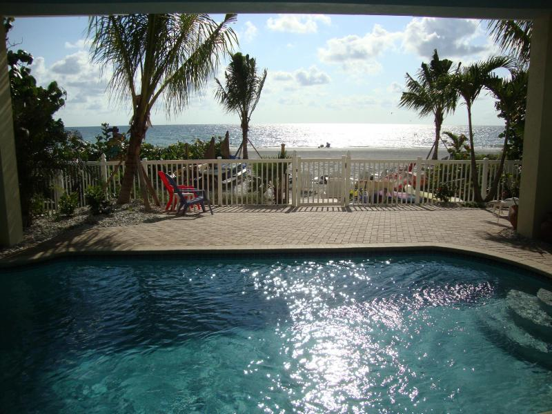 BUNGALOWS feature a sparkling beachfront pool, beach chairs, BBQ grills, picnic tables, firepit! - BEACHFRONT BUNGALOW Mermaid-Seahorse *Htd POOL*Pet - Indian Shores - rentals