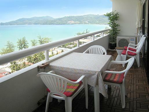 Balcony with dining place - Luxury Patong Tower Seaview Condo in Phuket - Patong - rentals