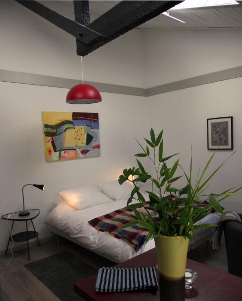 studio room with king size bed - Peaceful studio in the heart of Honfleur - Honfleur - rentals