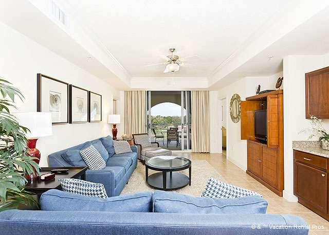 Plenty of room for all in the gracious living room! - Yacht Harbor 470, 4th floor, 3 bedrooms, luxury - Palm Coast - rentals