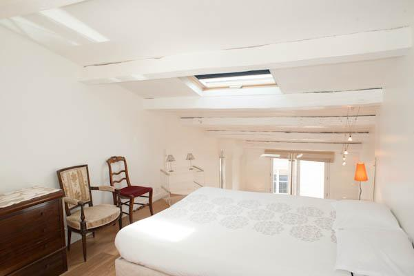 Rue Quincampoix. Classical 1 bed Duplex in the Marais by hotel de ville and metro line 1 - Image 1 - Paris - rentals