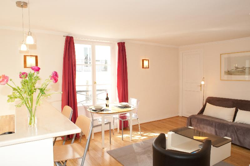 Rue Barbet de Jouy. Elegant & Calm 1 Bed – in the 7th arrondissement - Image 1 - Paris - rentals