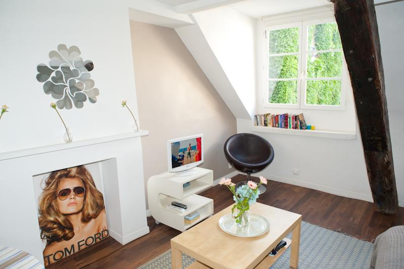 Rue Ste Croix. Fabulous & Peaceful Studio in the Heart of the Marais in an ancient Hotel Particulier - Image 1 - Paris - rentals