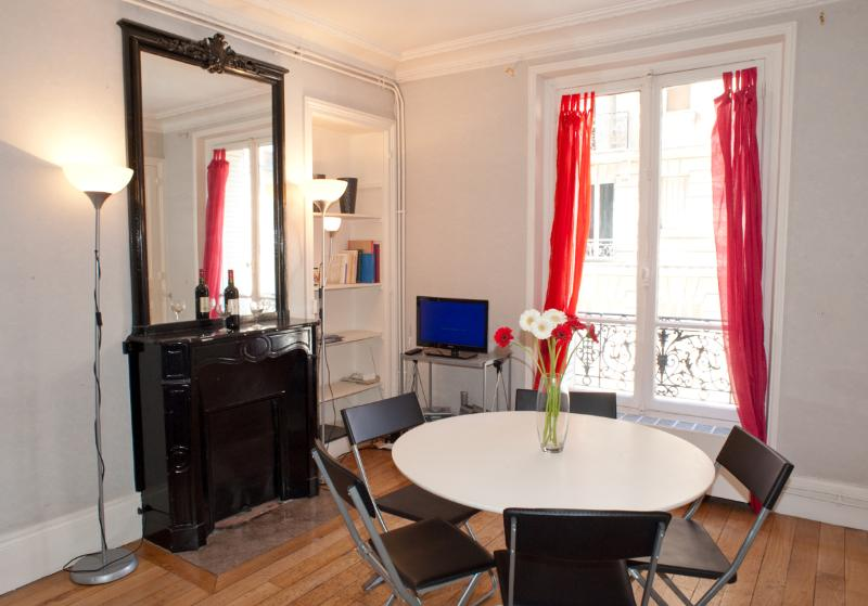 Rue Larrey. Fabulous 2/3 bed apartment in the Latin Quarter, Place Monge. Spacious and calm. - Image 1 - Paris - rentals