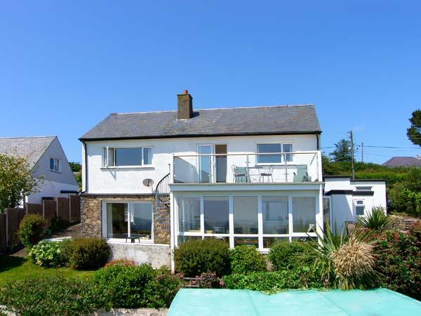 GARNA, spacious property, four bedrooms, sea views, balcony and lovely gardens in Mynytho, Ref 16406 - Image 1 - Mynytho - rentals