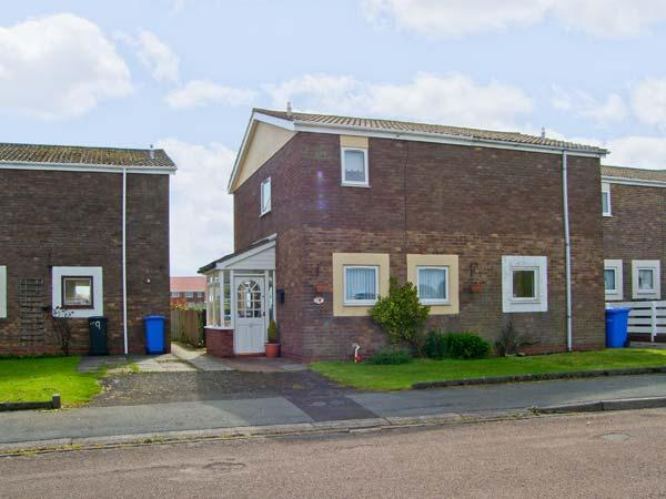 CHEVIOT VIEW, two bedrooms, conservatory, enclosed garden, walking distance to beach, in Beadnell, Ref 17389 - Image 1 - Beadnell - rentals