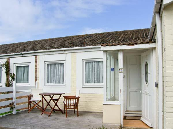 PRIMROSE COTTAGE, detached, single storey cottage, romantic retreat, beach close by, in Beadnell, Ref 17390 - Image 1 - Beadnell - rentals