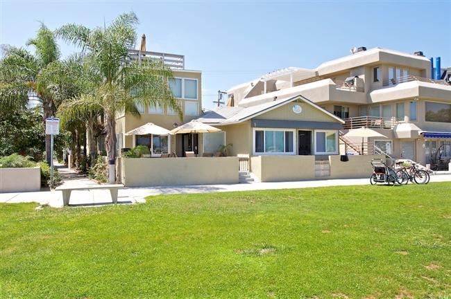 #3676A+B - Book 2-4 separate condos in 1 building! - Image 1 - Mission Beach - rentals