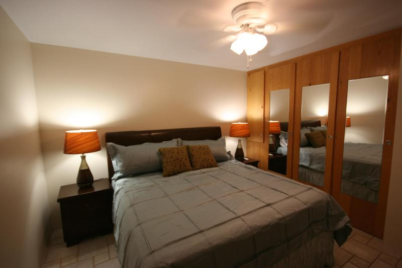Extremely comfortable Memory Foam King Master Bedroom - Luxury King Memory Foam Bed 500 steps from beach - Kihei - rentals