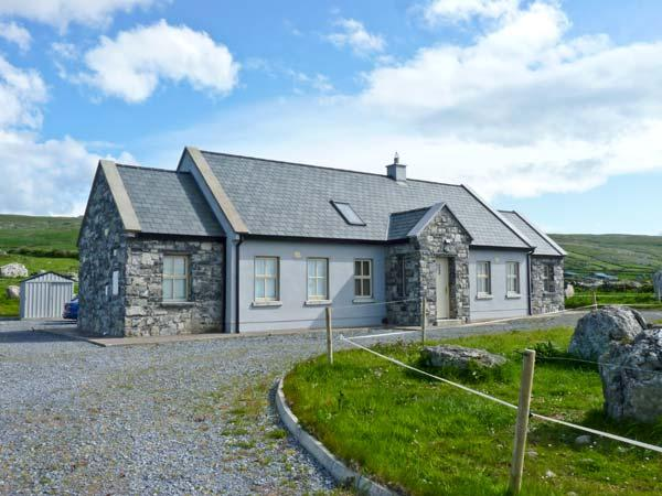 CUNNA BAN, detached cottage, sea views, rear patio, pet friendly, in Fanore, Ref 14941 - Image 1 - Fanore - rentals