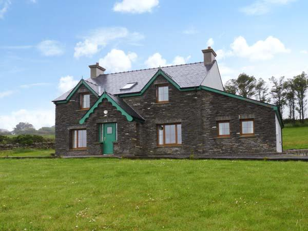 KILBROWN HOUSE detached, four bedrooms, family friendly, near to coast in Goleen Ref 16785 - Image 1 - Goleen - rentals
