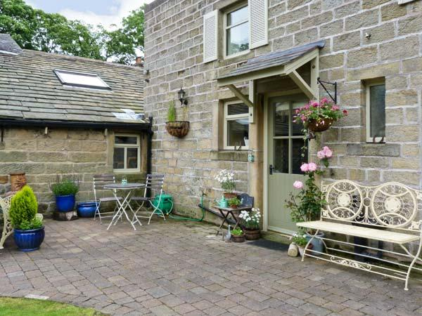 OAKLANDS COTTAGE all ground floor, romantic retreat, woodburning stove in Colne Ref 17593 - Image 1 - Colne - rentals