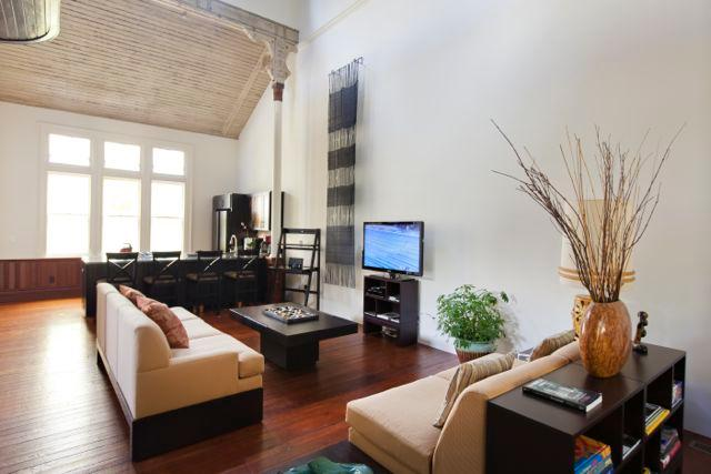 Premium cable, DVD player/library, Bose stereo dock, free WiFi - The Front Loft at Sanctuary Inn - Savannah - rentals