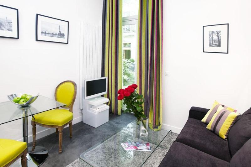 LUXURY JUNIOR SUITE IN MONTORGUEIL 1 - Image 1 - Paris - rentals