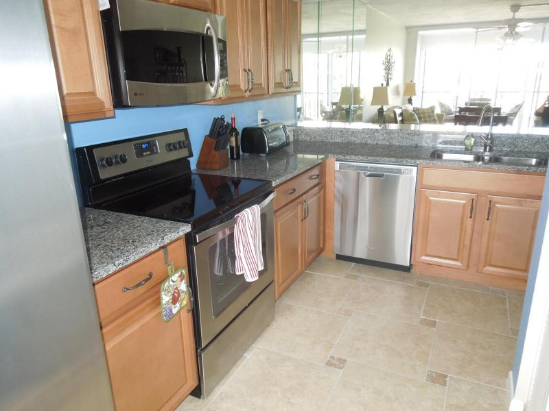 Newly remodele kitchen - Grandview,So. Beach, Newly remodeled, wkly rentals - Marco Island - rentals