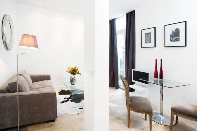 LUXURY JUNIOR SUITE IN MONTORGUEIL 2 - Image 1 - Paris - rentals