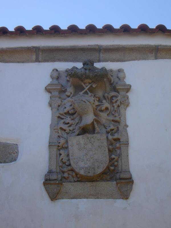 Family Coat of Arms - Quinta Santa Isabel - Chaves - rentals
