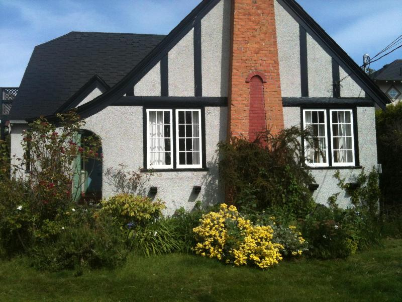Front of House - Classic heritage home FAIRFIELD near ocean - Victoria - rentals