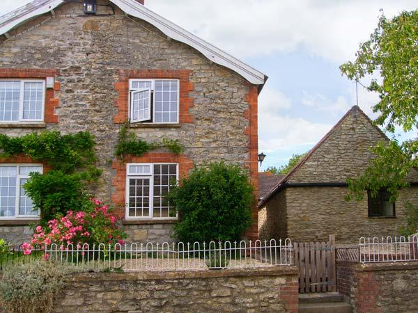 BAY TREE COTTAGE, character cottage, multi-fuel stove, pet friendly, in Thornford, Ref 17834 - Image 1 - Dorset - rentals