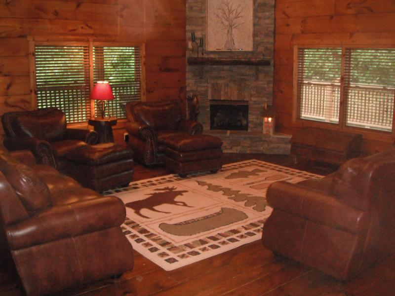 Great Room - Luxury Log Home Cabin in the Blue Ridge Mtns of VA - Goode - rentals