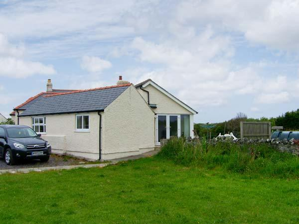 ALYNFA BACH close to beaches, pet friendly in Rhosneigr Ref 14097 - Image 1 - Rhosneigr - rentals