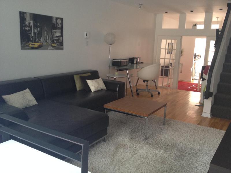 Living room - Superb Cottage Mile-End Plateau Mont-Royal! - Montreal - rentals