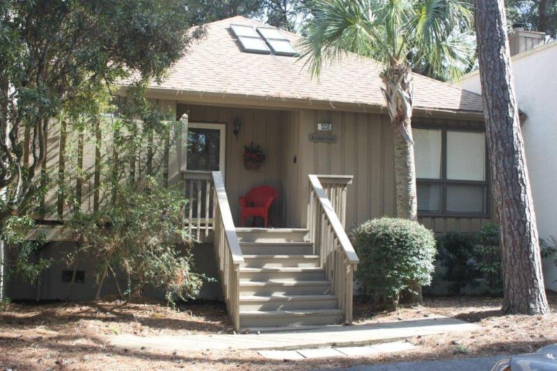 Front of Cottage - Updated Cottage . Golf  course view Pool access - Kiawah Island - rentals