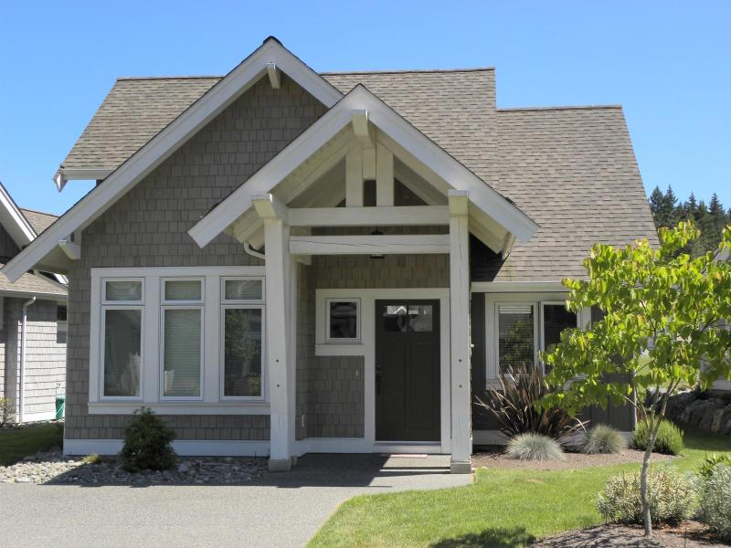 Front of home. - SAVE on Select Remaining Summer Nights! Book Now! - Qualicum Beach - rentals