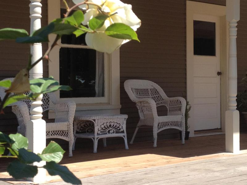 Front Porch With Country Charm - Charming 1940's Sonoma Cottage On 2 Acre Vineyard - Sonoma - rentals