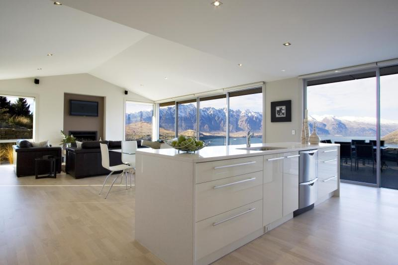 The View Lounge Dining Kitchen - 3 Bedroom House with Spectacular Views - Queenstown - rentals