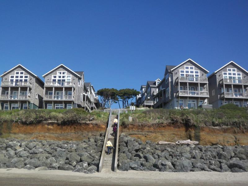 Oceanfront Large Family Home for 15, 2-Hot Tubs, 3 Masters! - Image 1 - Lincoln Beach - rentals