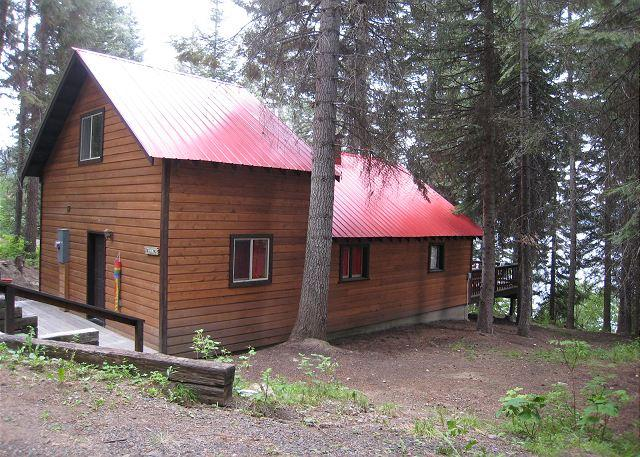 Side View - Beth's Lakeside- Charming Cabin on Payette Lake with Private Dock - McCall - rentals