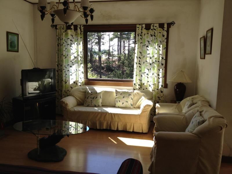 The living room has a spectacular view of Greens No. 14 and No. 15 and of Baguio's largest forest. - Charming Cottage Inside Camp John Hay. $250/night - Baguio - rentals