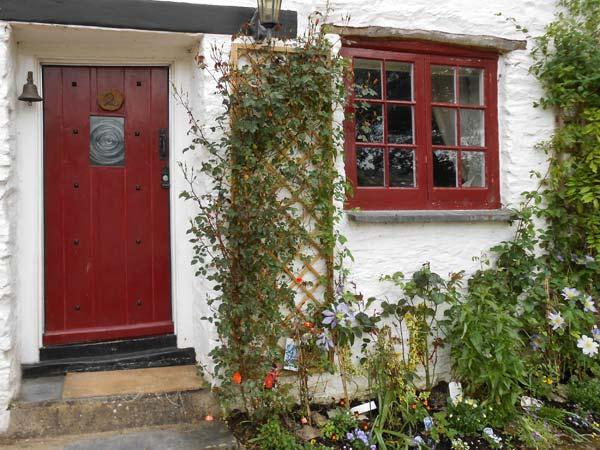 TUCKERMARSH RIVER COTTAGE 2, river frontage, jetty, woodburning stove in Bere Alston Ref 16511 - Image 1 - Devon - rentals