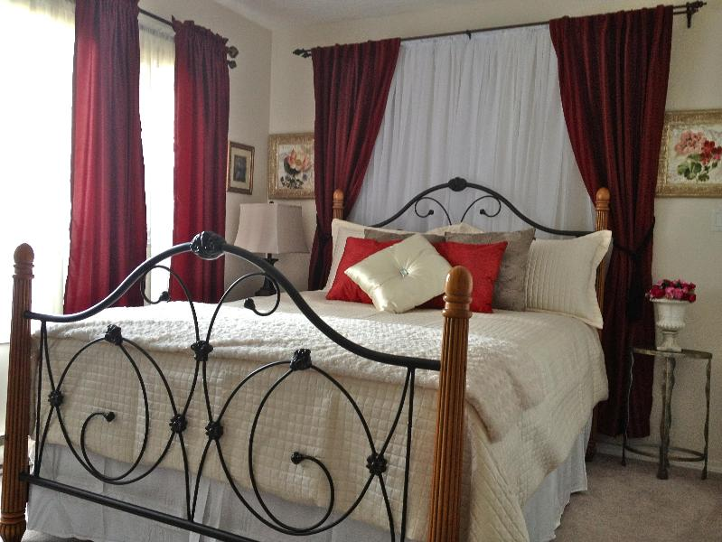 Romantic queen bed with plush duvet, and even a throw to snuggle up with in your full size suite! - Serene suite/Hot tub/ NEAR Ocean/Forest/Castle- yes I said Castle! - Victoria - rentals