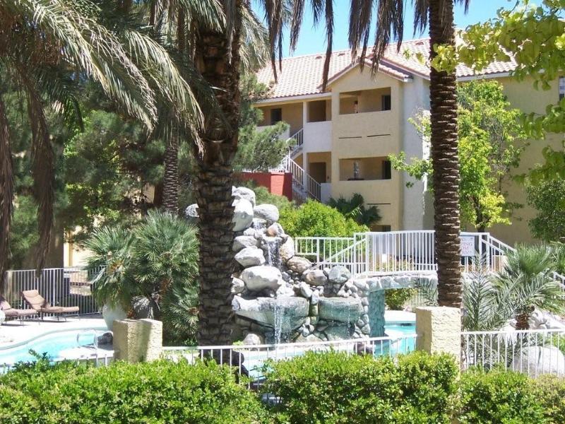 Pool Lanai - Flamingo Palms Condo near The Palms & Rio - Las Vegas - rentals