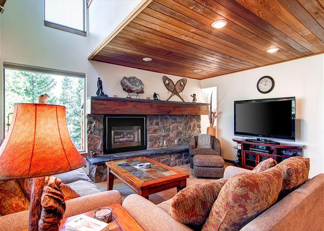 Tyra Summit, Living Area, Breckenridge Lodging - Tyra Summit 900 Ski-in/Ski-out Townhome Breckenridge Colorado Vacation - Breckenridge - rentals