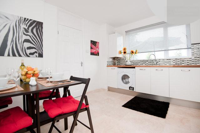 Spacious eat in kitchen with stone floors - Stylish apartment - Best deal in north london - London - rentals